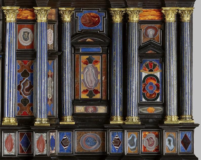 Borghese-Windsor-Cabinet-detail-5