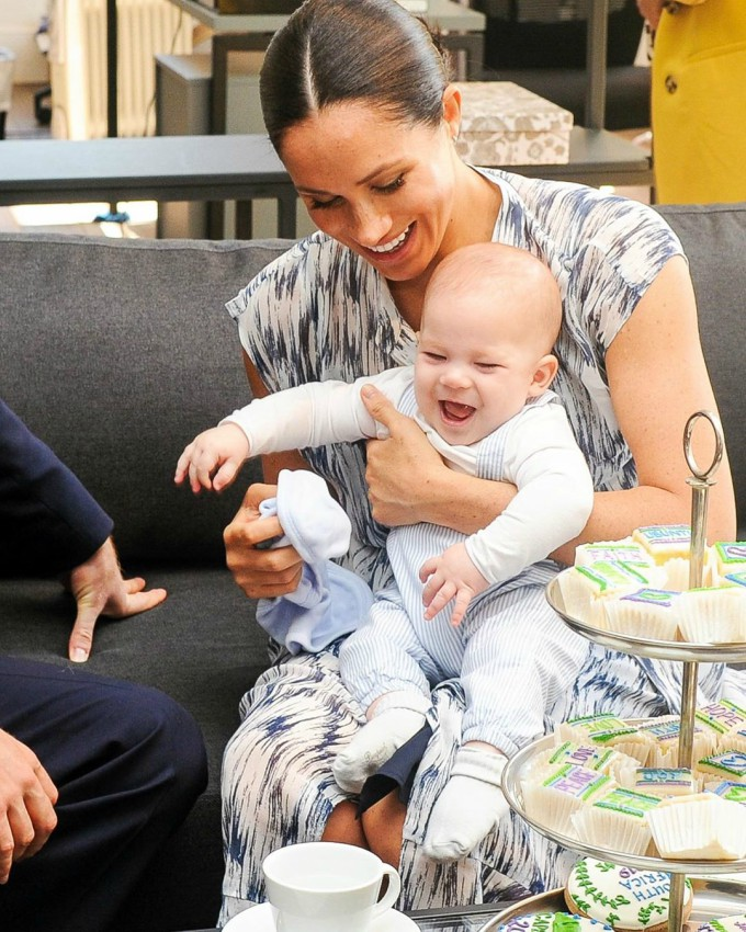 Meghan-Markle-holding-her-son-Archie-1