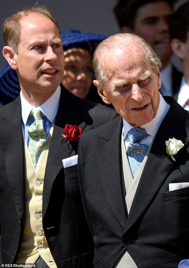 13397468-7019851-Baldness_runs_in_the_family_Prince_Philip_is_also_bald_while_Pri-a-5_1581249021286.jpg