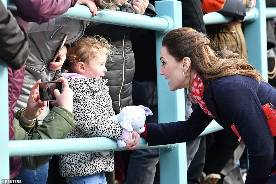 24309906-7966507-Rhian_Costello_and_her_daughter_Annabel_three_met_the_Duchess_of-a-70_1580857138890.jpg