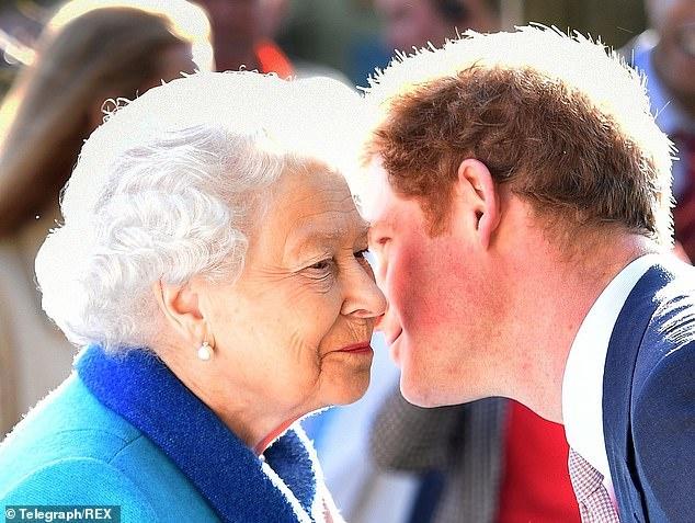 25142302-8039599-Queen_Elizabeth_II_and_Prince_Harry_at_the_RHS_Chelsea_Flower_Sh-m-9_1582580837596.jpg