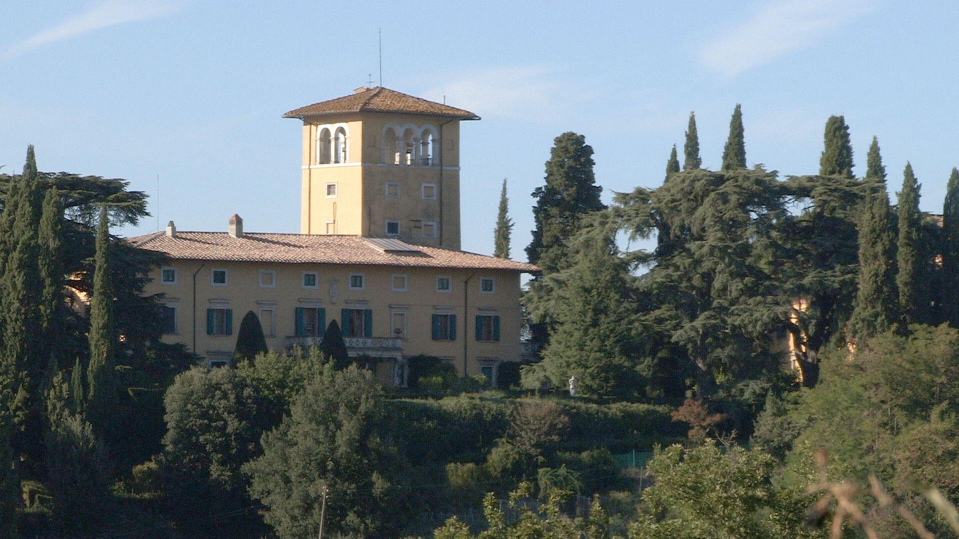 mona_Strozzi-wine-estate